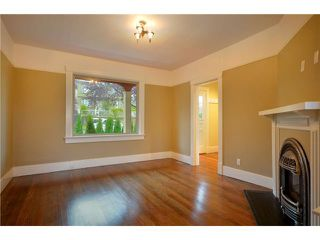 """Photo 5: 619 E 30TH Avenue in Vancouver: Fraserview VE House for sale in """"MAIN/FRASER"""" (Vancouver East)  : MLS®# V917163"""