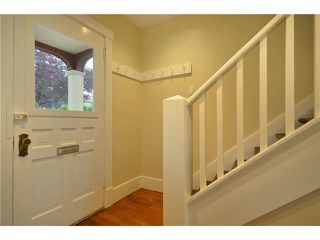 """Photo 2: 619 E 30TH Avenue in Vancouver: Fraserview VE House for sale in """"MAIN/FRASER"""" (Vancouver East)  : MLS®# V917163"""