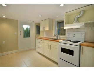 """Photo 9: 619 E 30TH Avenue in Vancouver: Fraserview VE House for sale in """"MAIN/FRASER"""" (Vancouver East)  : MLS®# V917163"""