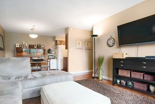 """Photo 13: 215 1442 BLACKWOOD Street: White Rock Condo for sale in """"BLACKWOOD MANOR"""" (South Surrey White Rock)  : MLS®# R2026649"""