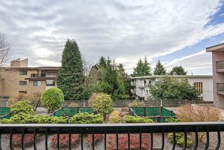 """Photo 3: 215 1442 BLACKWOOD Street: White Rock Condo for sale in """"BLACKWOOD MANOR"""" (South Surrey White Rock)  : MLS®# R2026649"""