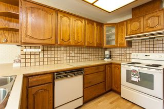 """Photo 10: 4 1680 148TH Street in Surrey: Sunnyside Park Surrey Townhouse for sale in """"Englesea"""" (South Surrey White Rock)  : MLS®# R2069046"""