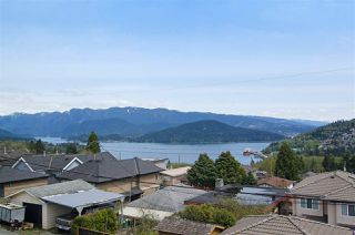 Photo 1: 16 N HOLDOM Avenue in Burnaby: Capitol Hill BN House for sale (Burnaby North)  : MLS®# R2162276