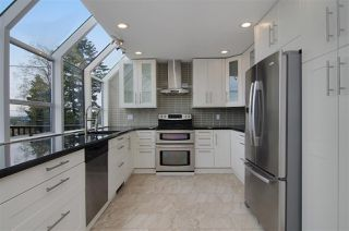 Photo 5: 16 N HOLDOM Avenue in Burnaby: Capitol Hill BN House for sale (Burnaby North)  : MLS®# R2162276