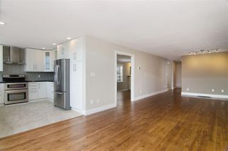 Photo 4: 16 N HOLDOM Avenue in Burnaby: Capitol Hill BN House for sale (Burnaby North)  : MLS®# R2162276