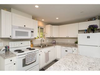 """Photo 11: 101 1840 160 Street in Surrey: King George Corridor Manufactured Home for sale in """"Breakaway Bays"""" (South Surrey White Rock)  : MLS®# R2215928"""