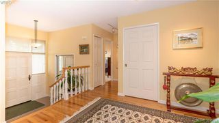 Photo 2: 2946 Tudor Avenue in VICTORIA: SE Ten Mile Point Single Family Detached for sale (Saanich East)  : MLS®# 387091