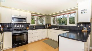 Photo 5: 2946 Tudor Avenue in VICTORIA: SE Ten Mile Point Single Family Detached for sale (Saanich East)  : MLS®# 387091
