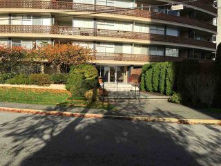 "Photo 3: 801 2135 ARGYLE Avenue in West Vancouver: Dundarave Condo for sale in ""THE CRESCENT"" : MLS®# R2320802"