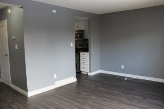 Photo 3: 702 ABBOTTSFIELD Road in Edmonton: Zone 23 Townhouse for sale : MLS®# E4142781