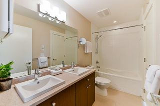 """Photo 10: 402 55 EIGHTH Avenue in New Westminster: GlenBrooke North Condo for sale in """"Eight West"""" : MLS®# R2345273"""