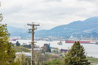 Photo 2: 3545 OXFORD Street in Vancouver: Hastings Sunrise House for sale (Vancouver East)  : MLS®# R2360542