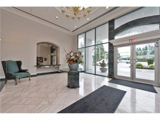 "Photo 2: 701 32330 S FRASER Way in Abbotsford: Abbotsford West Condo for sale in ""Town Center Tower"" : MLS®# F1435777"