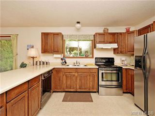 Photo 7: 3350 St. Troy Place in VICTORIA: Co Triangle Single Family Detached for sale (Colwood)  : MLS®# 353189