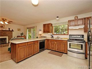 Photo 8: 3350 St. Troy Place in VICTORIA: Co Triangle Single Family Detached for sale (Colwood)  : MLS®# 353189