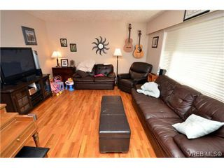 Photo 2: 3372 Shelbourne St in VICTORIA: SE Cedar Hill Half Duplex for sale (Saanich East)  : MLS®# 707040