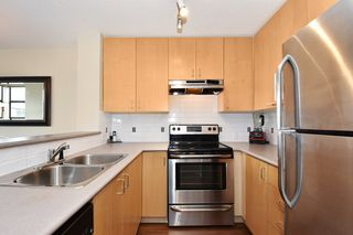 "Photo 7: 505 124 W 3RD Street in North Vancouver: Lower Lonsdale Condo for sale in ""THE VOGUE"" : MLS®# R2030995"