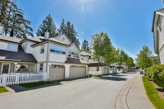 "Photo 2: 11 16318 82 Avenue in Surrey: Fleetwood Tynehead Townhouse for sale in ""Hazelwood Lane"" : MLS®# R2066434"