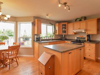 Photo 6: 2390 Humphrey Rd in MERVILLE: CV Merville Black Creek House for sale (Comox Valley)  : MLS®# 738200
