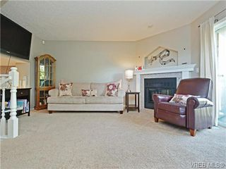Photo 10: 1646 Myrtle Ave in VICTORIA: Vi Oaklands Row/Townhouse for sale (Victoria)  : MLS®# 741520