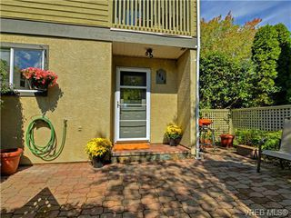 Photo 2: 1646 Myrtle Ave in VICTORIA: Vi Oaklands Row/Townhouse for sale (Victoria)  : MLS®# 741520