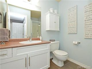 Photo 13: 1646 Myrtle Ave in VICTORIA: Vi Oaklands Row/Townhouse for sale (Victoria)  : MLS®# 741520