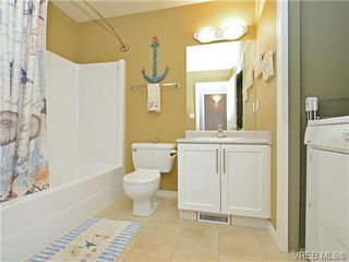Photo 18: 1646 Myrtle Ave in VICTORIA: Vi Oaklands Row/Townhouse for sale (Victoria)  : MLS®# 741520