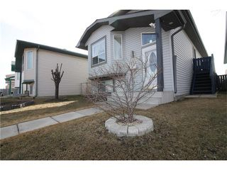 Photo 3: 15 APPLEMEAD Court SE in Calgary: Applewood Park House for sale : MLS®# C4108837