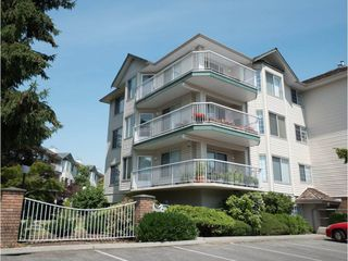 "Photo 2: 202 5363 206 Street in Langley: Langley City Condo for sale in ""Park Estates II"" : MLS®# R2188125"