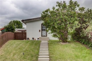 Photo 1: 3106 DOVER CR SE in Calgary: Dover House for sale : MLS®# C4122149