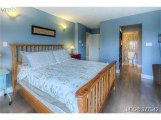 Photo 3: 206 1500 Elford Street in VICTORIA: Vi Fernwood Residential for sale (Victoria)  : MLS®# 377342