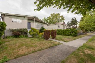 Photo 3: 2516 E 12TH Avenue in Vancouver: Renfrew VE House for sale (Vancouver East)  : MLS®# R2295768