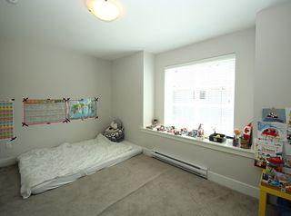 Photo 9: 37 20856 76 Avenue in Langley: Willoughby Heights Townhouse for sale : MLS®# R2323420