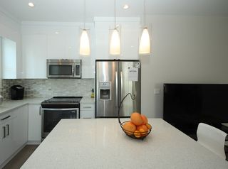 Photo 3: 37 20856 76 Avenue in Langley: Willoughby Heights Townhouse for sale : MLS®# R2323420