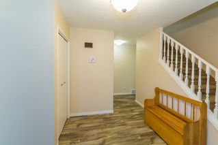 Photo 2: 3434 HILL VIEW Crescent in Edmonton: Zone 29 House for sale : MLS®# E4151438