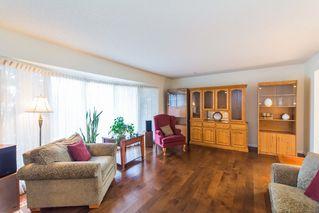 Photo 3: 3434 HILL VIEW Crescent in Edmonton: Zone 29 House for sale : MLS®# E4151438