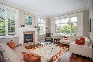 Photo 2: 403 W 19TH Avenue in Vancouver: Cambie House for sale (Vancouver West)  : MLS®# R2367913