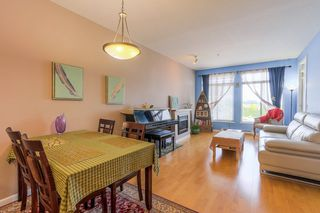 "Photo 2: 305 15385 101A Avenue in Surrey: Guildford Condo for sale in ""Charlton Park"" (North Surrey)  : MLS®# R2375782"