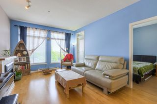 "Photo 4: 305 15385 101A Avenue in Surrey: Guildford Condo for sale in ""Charlton Park"" (North Surrey)  : MLS®# R2375782"