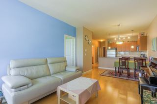 "Photo 1: 305 15385 101A Avenue in Surrey: Guildford Condo for sale in ""Charlton Park"" (North Surrey)  : MLS®# R2375782"