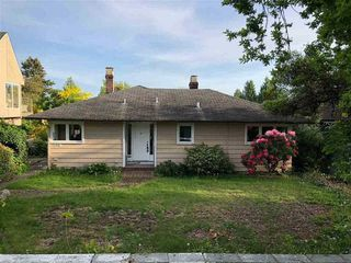 Photo 1: 1550 KINGS Avenue in West Vancouver: Ambleside House for sale : MLS®# R2383063