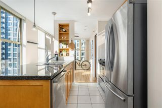 """Photo 2: 1007 989 RICHARDS Street in Vancouver: Downtown VW Condo for sale in """"THE MONDRIAN"""" (Vancouver West)  : MLS®# R2497605"""