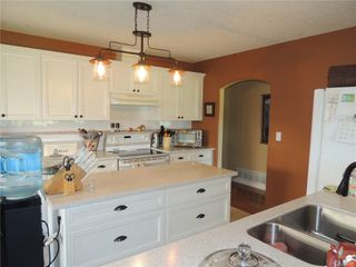 Photo 3: 587 Lowry's Rd in : PQ French Creek House for sale (Parksville/Qualicum)  : MLS®# 859917