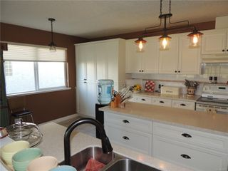 Photo 8: 587 Lowry's Rd in : PQ French Creek House for sale (Parksville/Qualicum)  : MLS®# 859917