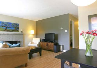 """Photo 3: 210 288 E 14TH Avenue in Vancouver: Mount Pleasant VE Condo for sale in """"VILLA SOPHIA"""" (Vancouver East)  : MLS®# R2075000"""