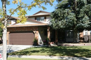 Main Photo: 52 BERKSHIRE Road NW in Calgary: Beddington Heights House for sale : MLS®# C4105449