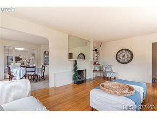 Photo 2: 2658 Musgrave St in VICTORIA: OB Estevan House for sale (Oak Bay)  : MLS®# 757835