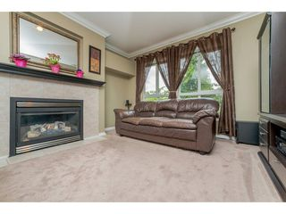 "Photo 3: 63 16388 85 Avenue in Surrey: Fleetwood Tynehead Townhouse for sale in ""CAMELOT"" : MLS®# R2176238"