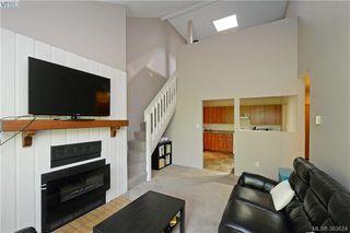 Photo 3: 306 3215 Alder St in VICTORIA: SE Quadra Condo for sale (Saanich East)  : MLS®# 770983