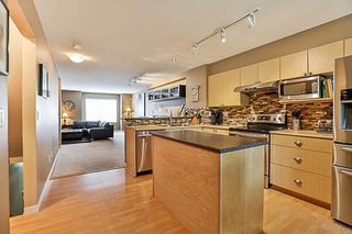 """Photo 3: 41 12711 64 Avenue in Surrey: West Newton Townhouse for sale in """"Palette on the Park"""" : MLS®# R2219294"""